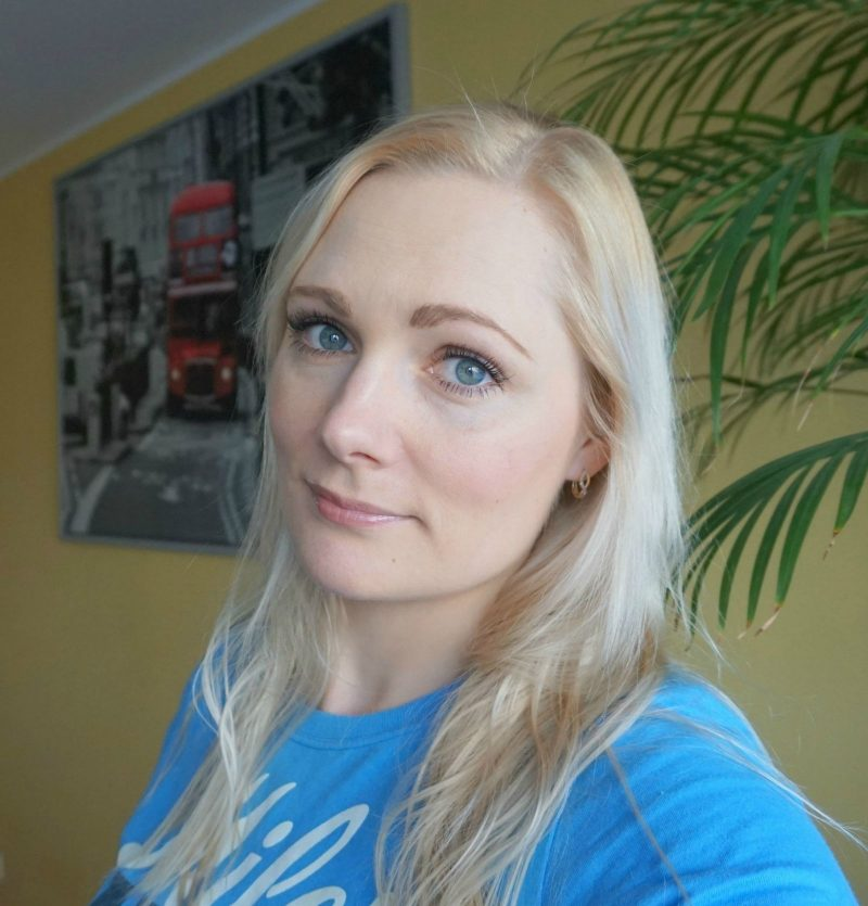 simple fresh makeup look featuring Avon Mark makeup products