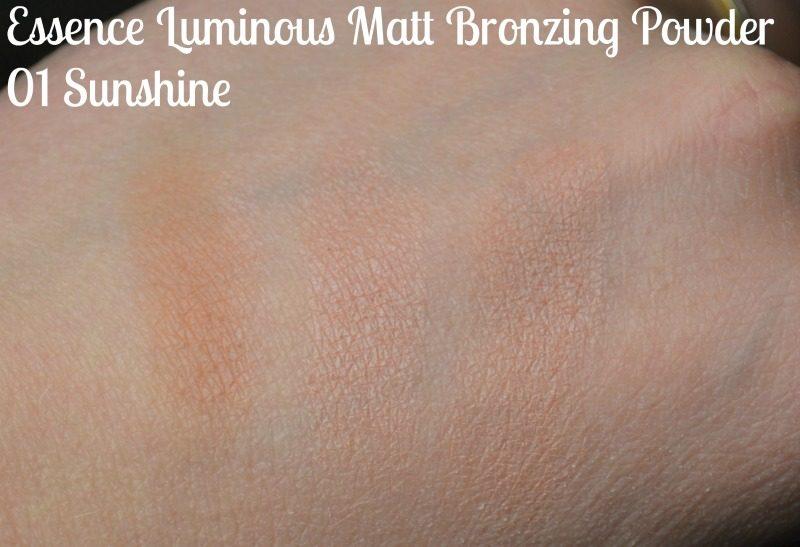 Essence Luminous Matt Bronzing Powder - 01 Sunshine swatches