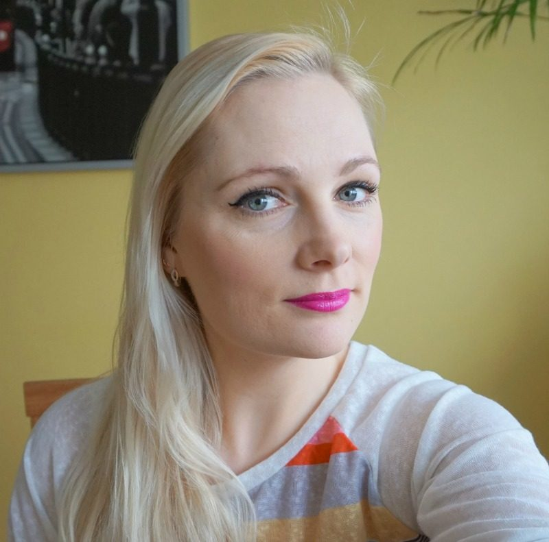 Simple Daytime Makeup with Avon Mark.