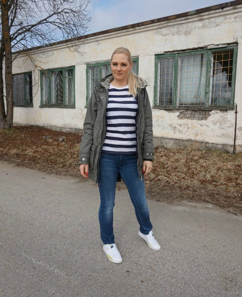Zoe Karssen Tee, Tommy Hilfiger jeans, Puma Sneakers, Five Seasons parka, Fitbit Charge HR