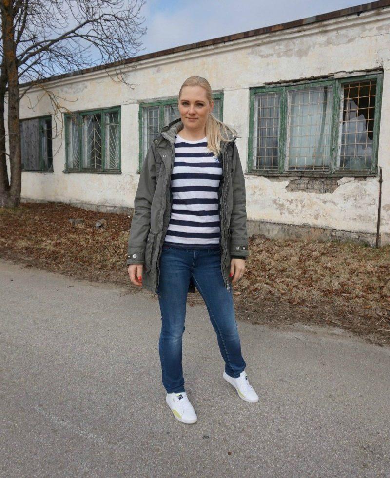 Zoe Karssen Tee, Tommy Hilfiger jeans, Puma Sneakers, Five Seasons parka, Fitbit Charge HR