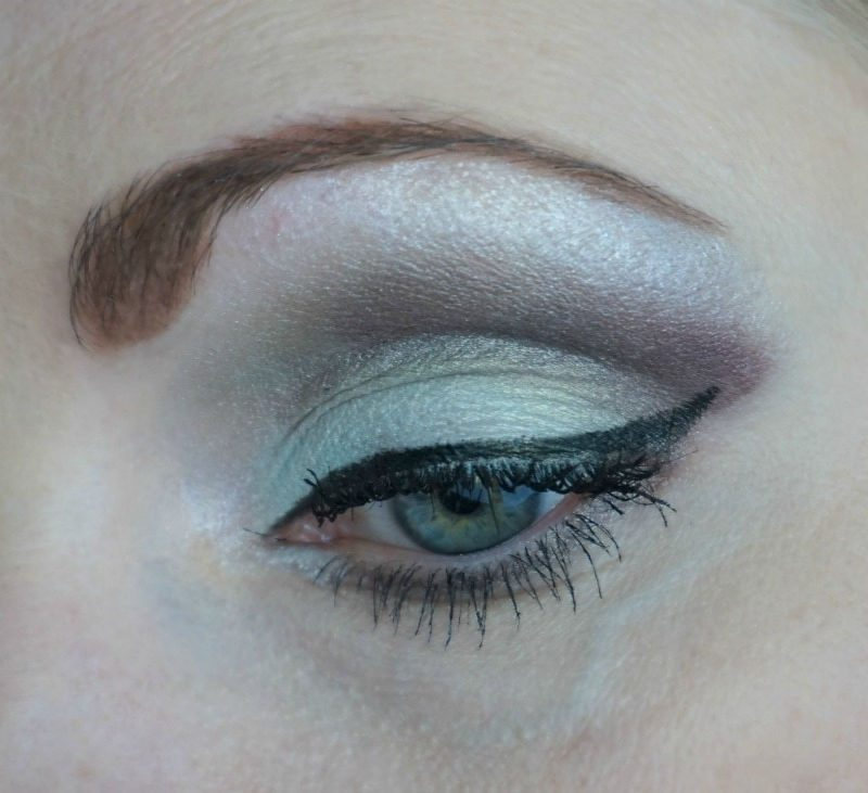 eye makeup look with Essence My Must Haves palette eyeshadows