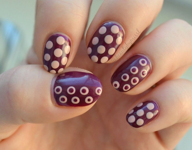 simple nail art for beginners with Essence Glow & Care Luminous nail polish in 02 Go For Glow & 06 Berry Caring