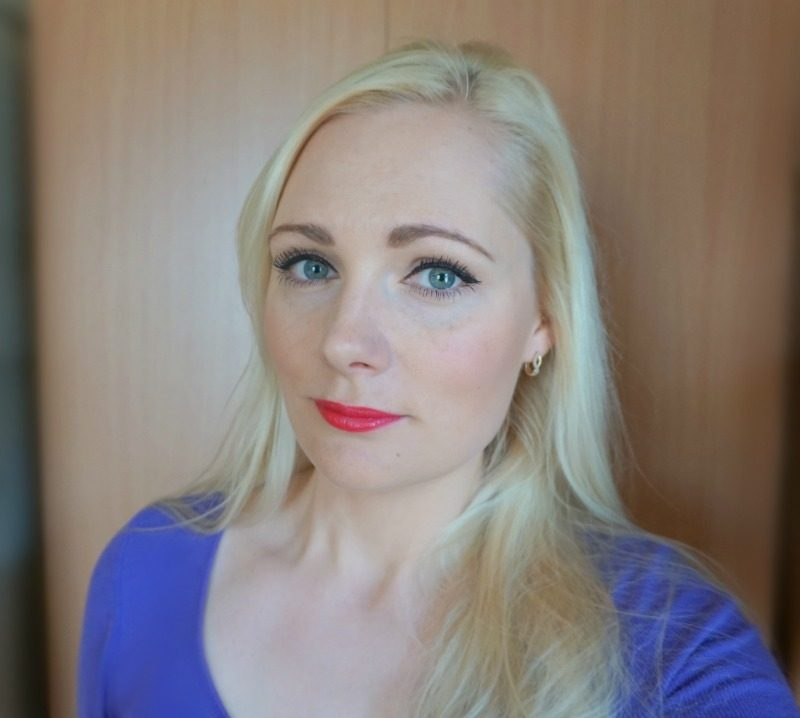 Simple daytime makeup look featuring Avon Mark. Plump It lipstick Reddy To Go