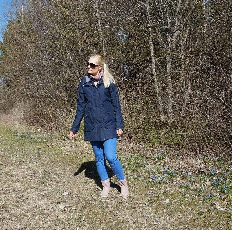 casual outfit featuring Didriksons Tuva, ASOS skinny jeans, Ecco Boots, Guess sunglasses, Tosave polka dot scarf