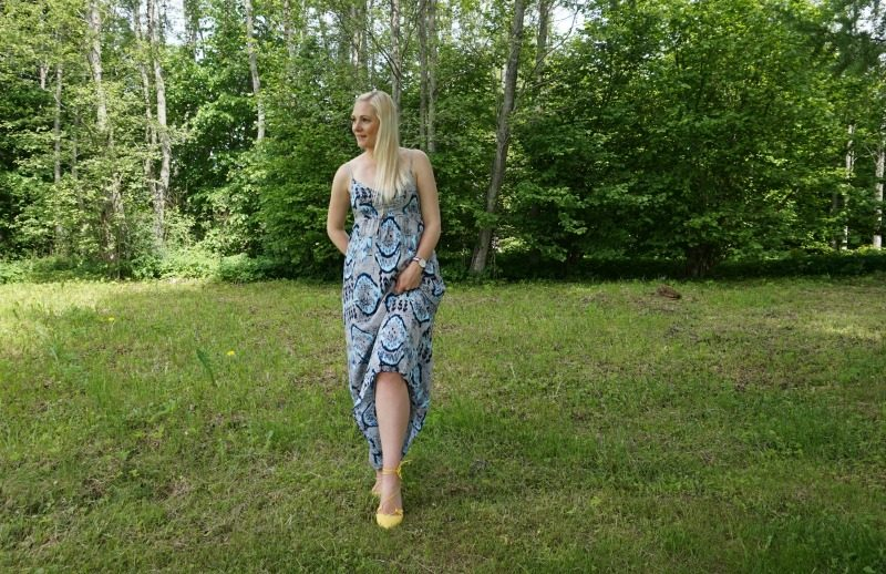 Only maxi dress, yellow lace-up flats, Daniel Wellington watch