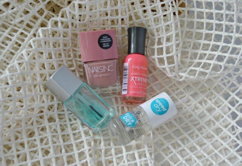 Nails Inc Gel Effect Uptown, Sally Hansen Xtreme Wear 239 Coral Reef