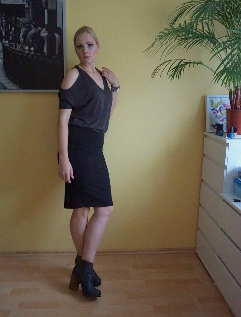 Chaser Cold Shoulder V Neck Dolman Top, Splendid Fold Over Pencil Skirt, Jeffrey Campbell Hanger leather booties