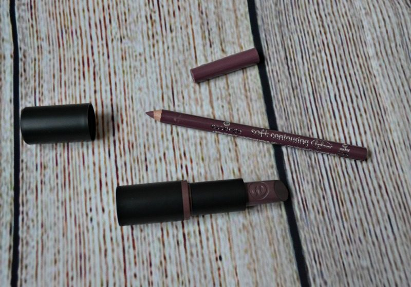 Essence Ultra Last Instant Colour lipstick Soft Contouring lipliner