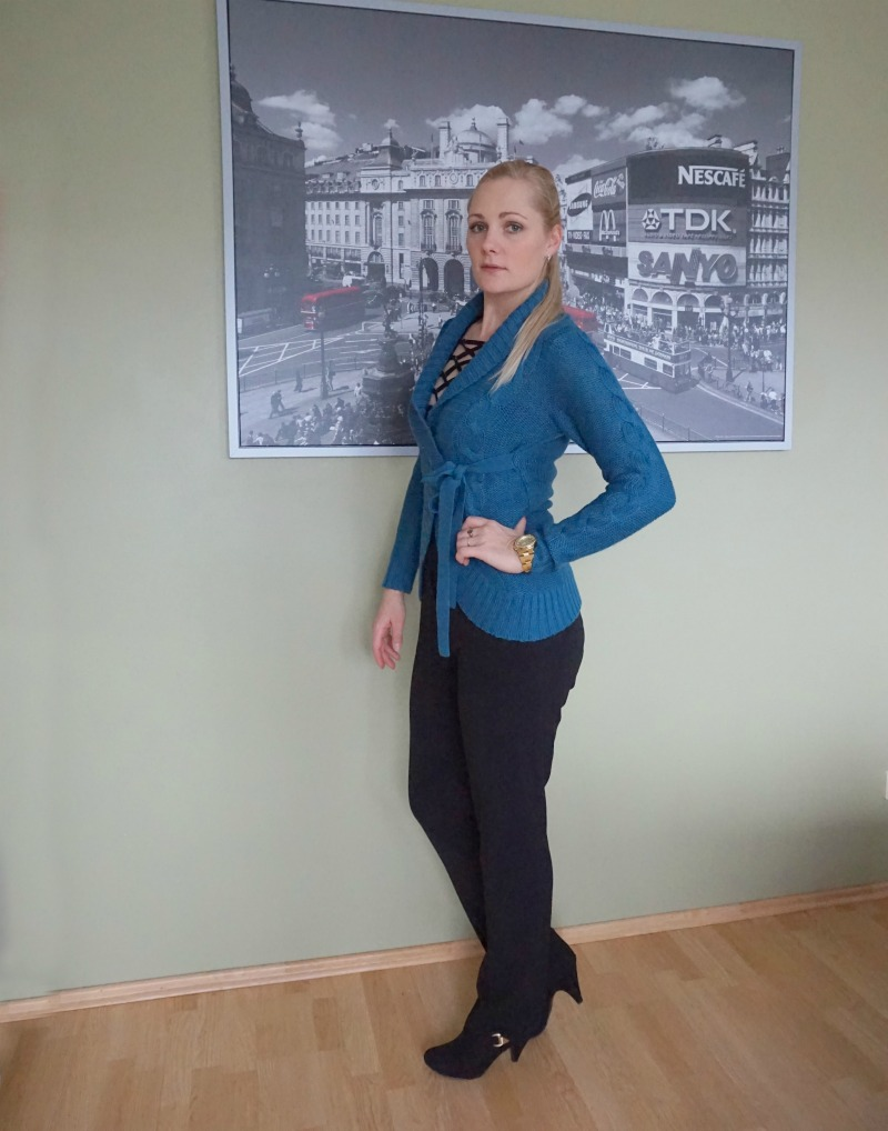 black and teal outfit