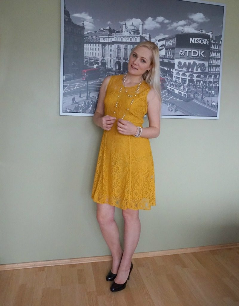 yellow lace dress black shoes
