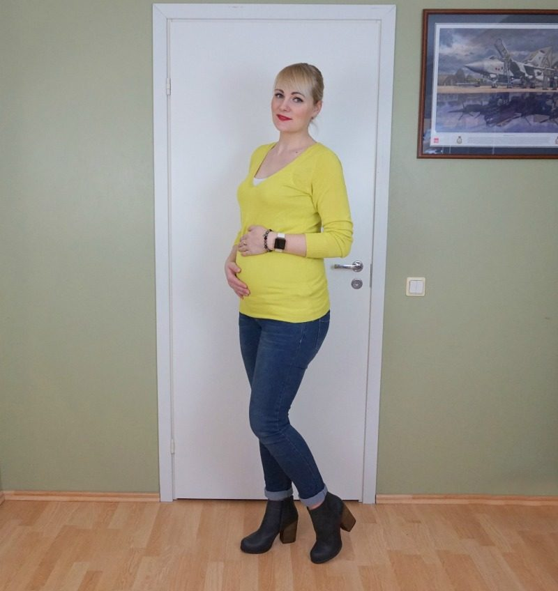 Mustard yellow and dark blue maternity outfit
