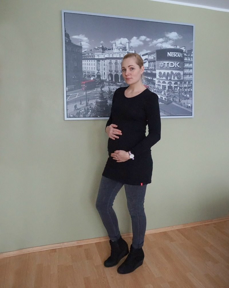 black and grey maternity outfit