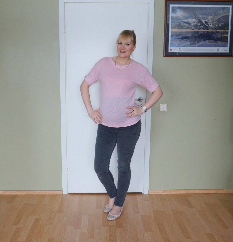 simple maternity outfit feat Three Dots Slub Tuxedo Tee and James Jeans Twiggy 5 Pocket Maternity Jeans
