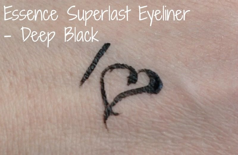 Essence Superlast Eyeliner in Deep Black swatch. Eesti ilublogi