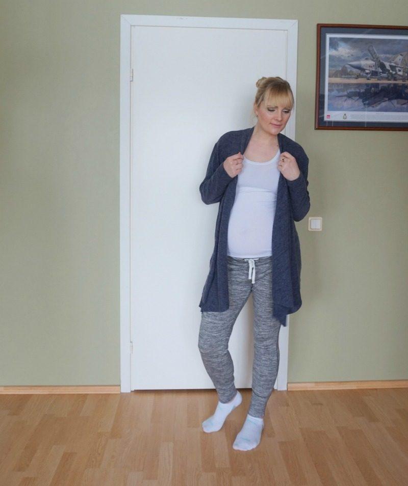 comfy maternity outfit H&M Esprit Puma