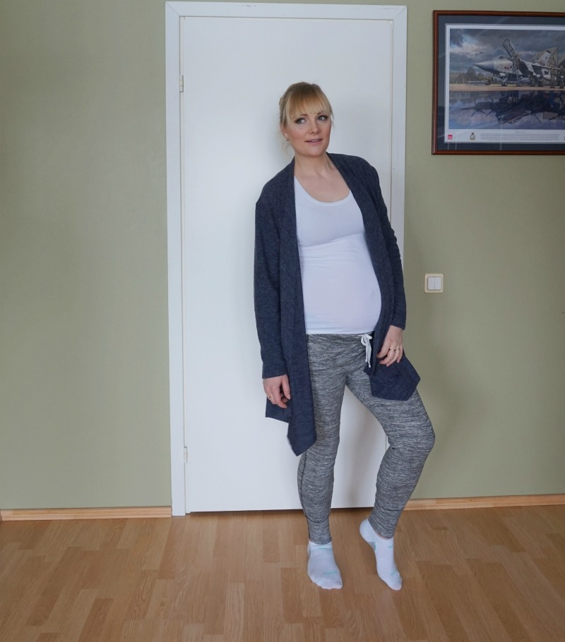 comfy maternity outfit