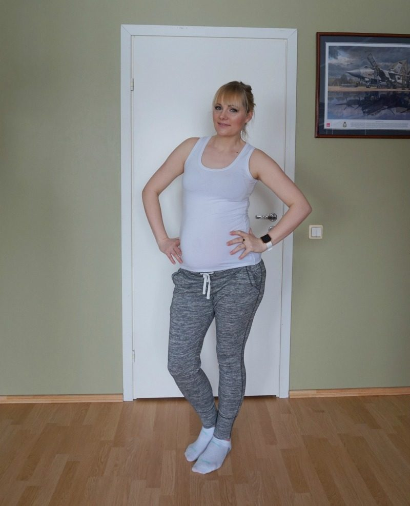 maternity outfit feat H&M, Esprit, Fitbit