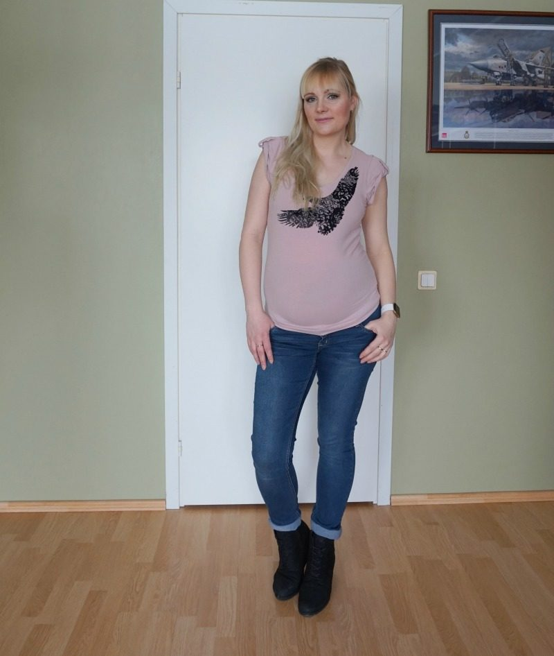 simple casual maternity outfit Ecco Mamalicious H&M Esprit