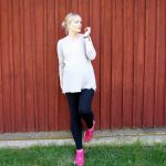 comfy maternity outfit H&M Mama leggings, Free People tee, Puma sneakers