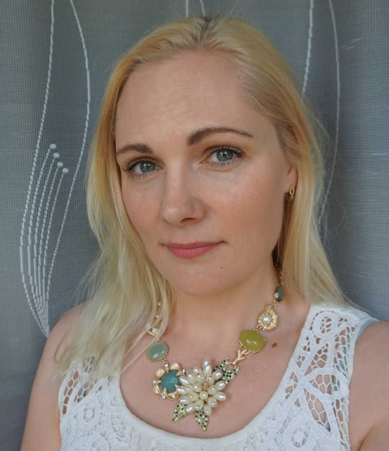 Simple everyday makeup. Happiness Boutique statement necklace