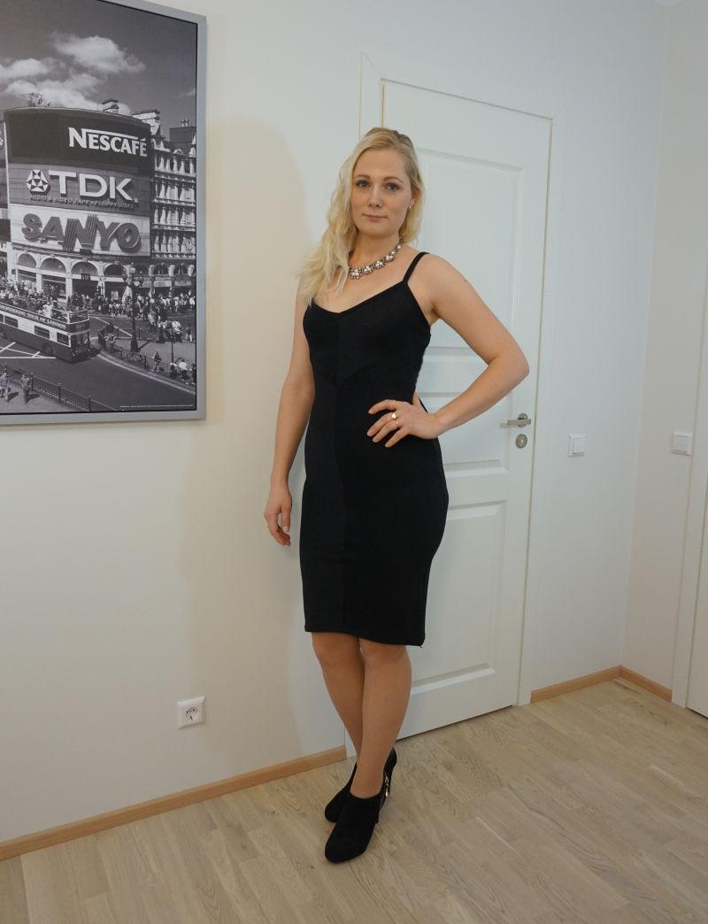 black ribbed V neck midi dress - Regina