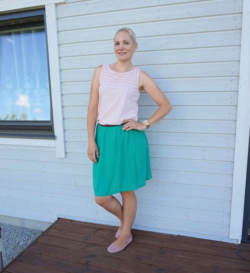 simple summer outfit peach green