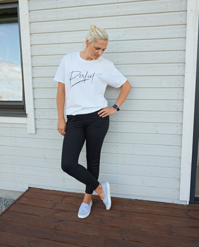 White 'Perfect' Oversized T-Shirt - Violet