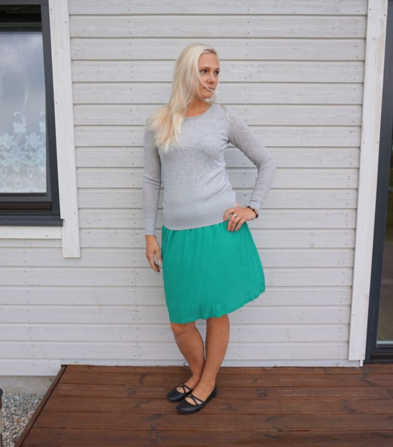 grey sweater and green skirt outfit