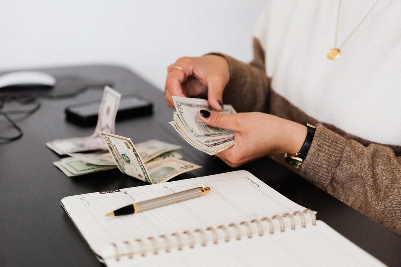 counting money. Photo by Karolina Grabowska from Pexels