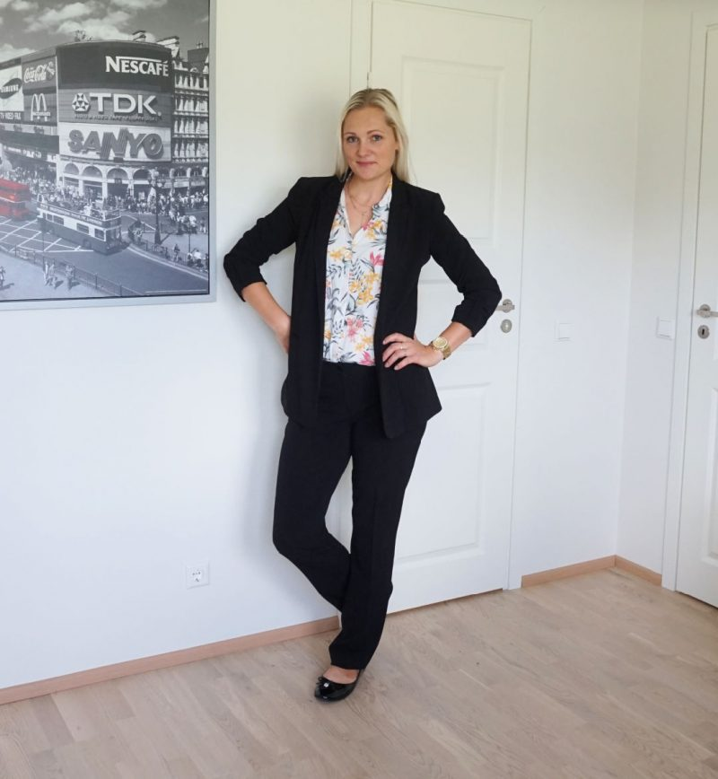 Mosaic trousers Reserved blazer H&M blouse