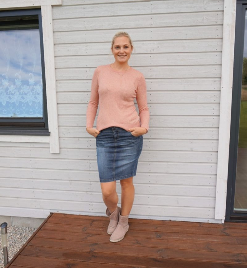 pink sweater and dark blue denim skirt
