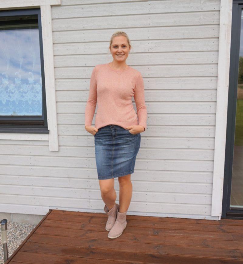 pink sweater and dark blue denim skirt