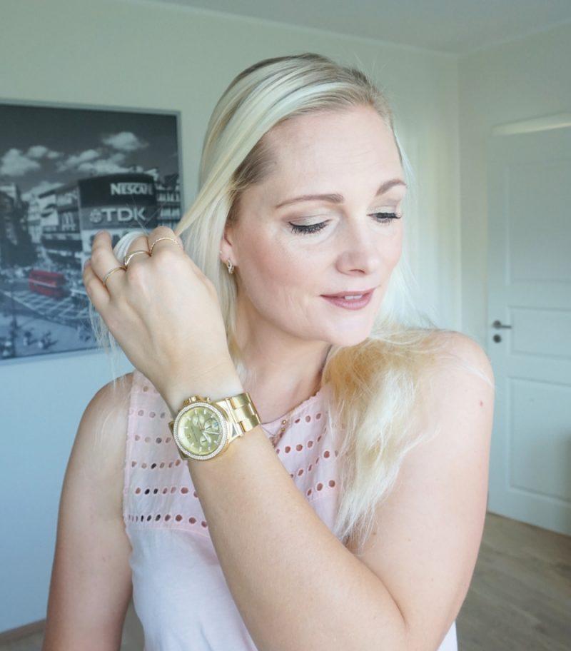 Simple makeup. Gold watch. Blonde hair