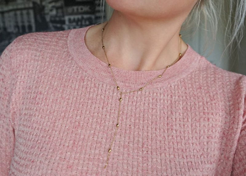 pink sweater from H&M and Y necklace Gold from Happiness Boutique