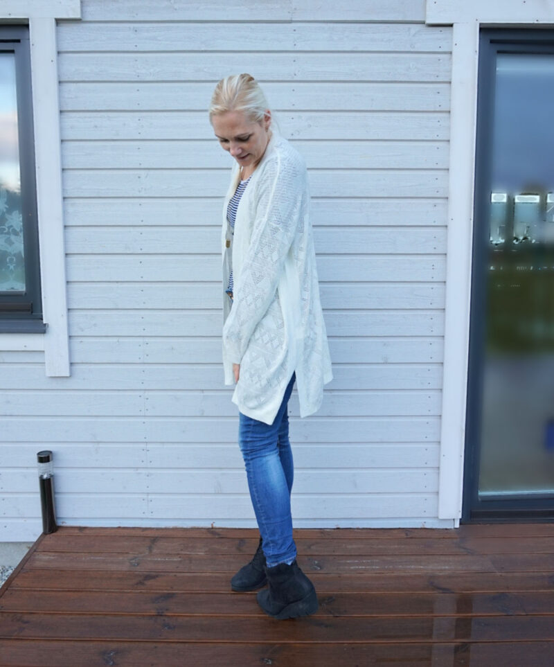 white slouchy cardigan ootd