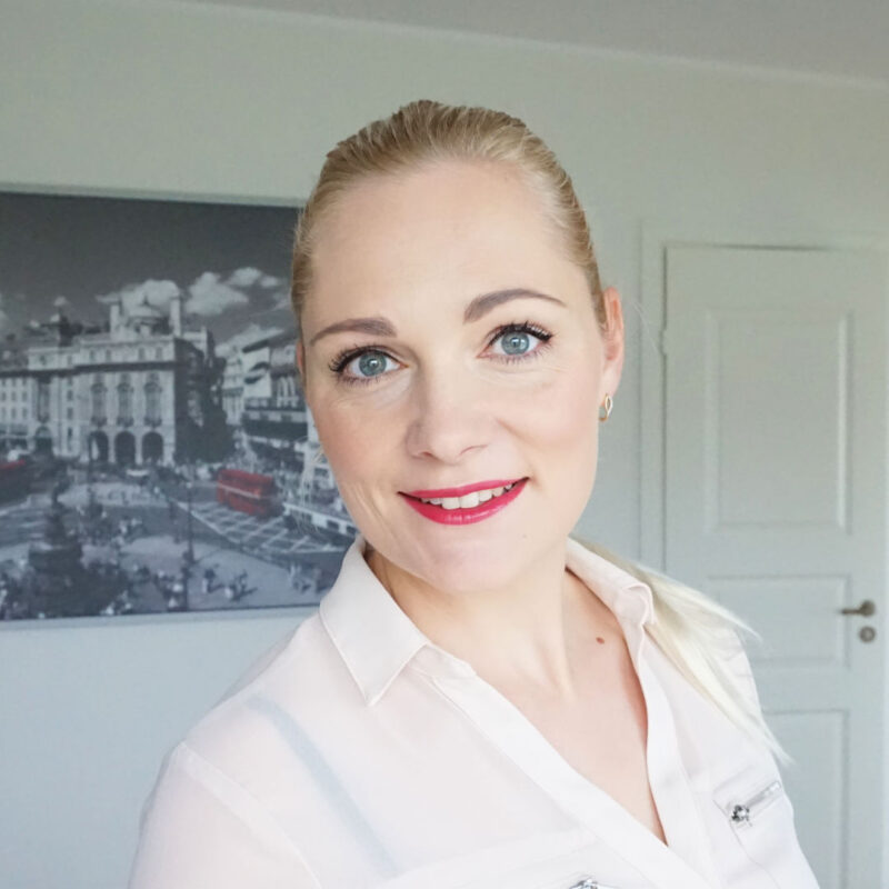daytime makeup look with essence