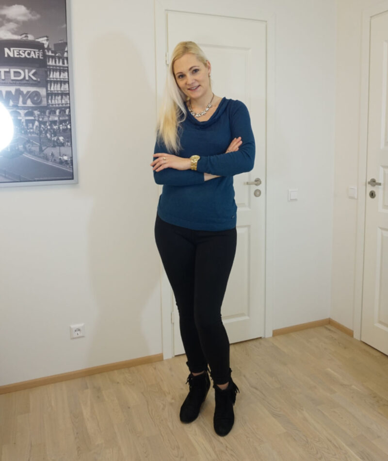 casual outfit for fall/winter. Teal color jumper and black pants