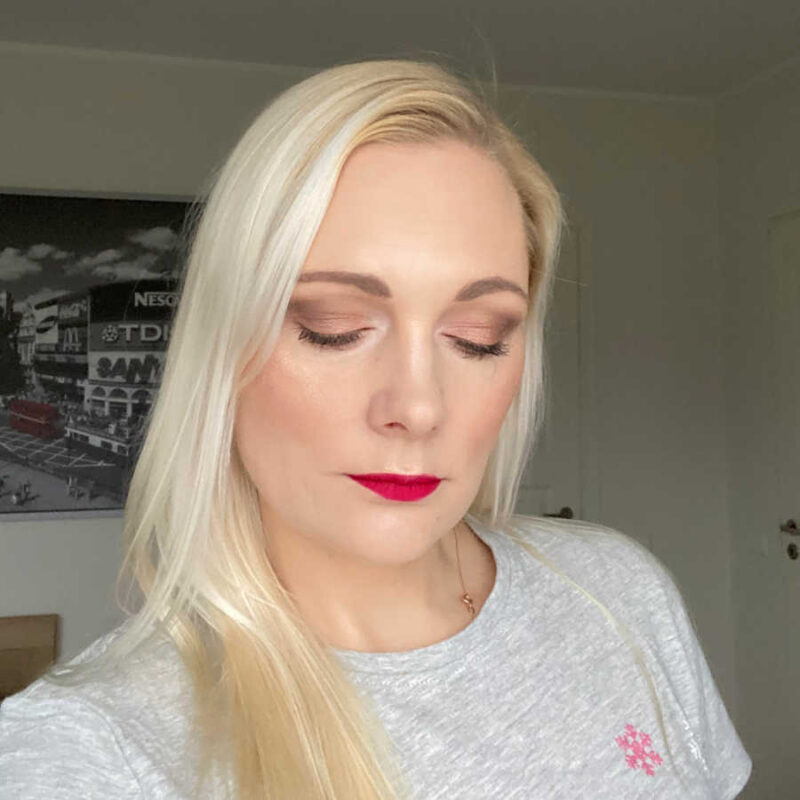simple smoky eye with Essence the Rose Edition eyeshadow palette in shade 20 Lovely In Rose