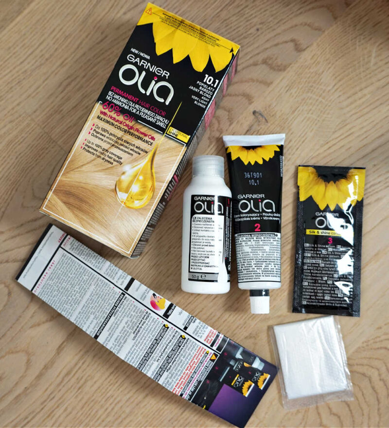 what in included in Garnier Olia hair dye box