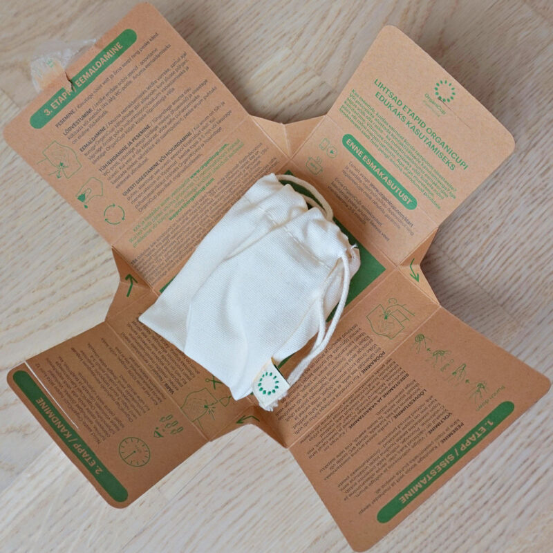 OrganiCup menstruaalanum on valges kotikeses ja karbis