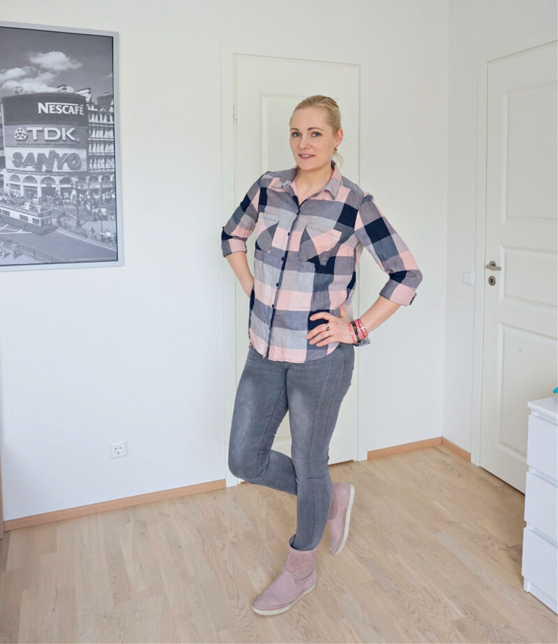 grey skinny jeans and grey pink plaid blouse