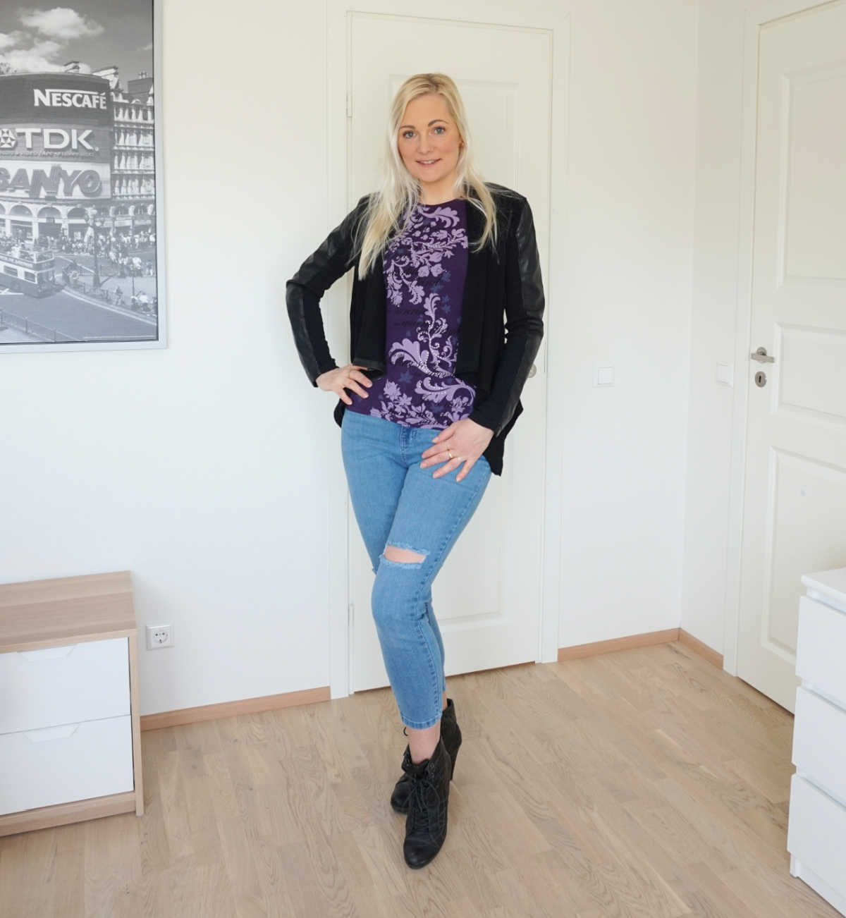 Simple casual outfit: Amisu t-shirt, Blank Denim vegan leather jacket, Tamaris heeled ankle boots, Femme Luxe skinny jeans