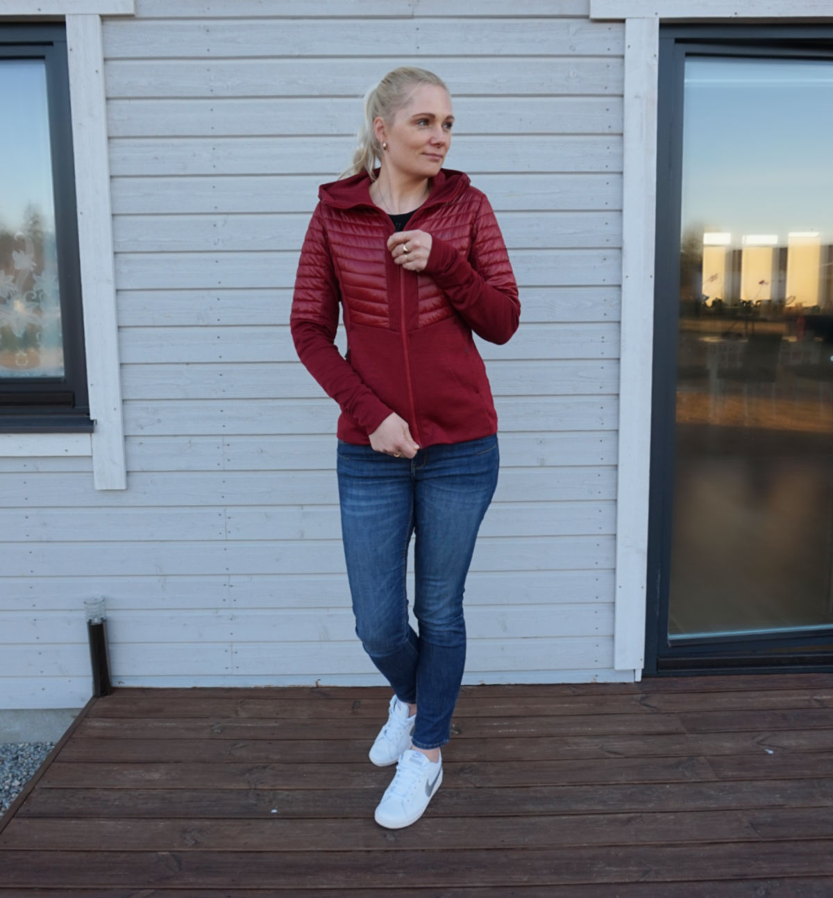 Simple outfit for spring/autumn for a day outside: red hybrid jacket, blue jeans, white sneakers