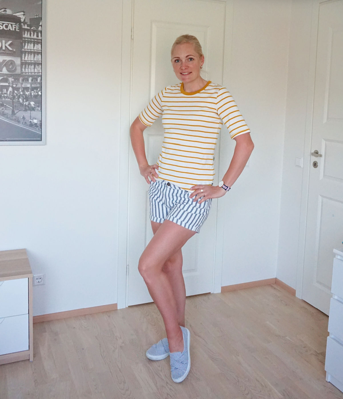 A simple striped outfit for summer