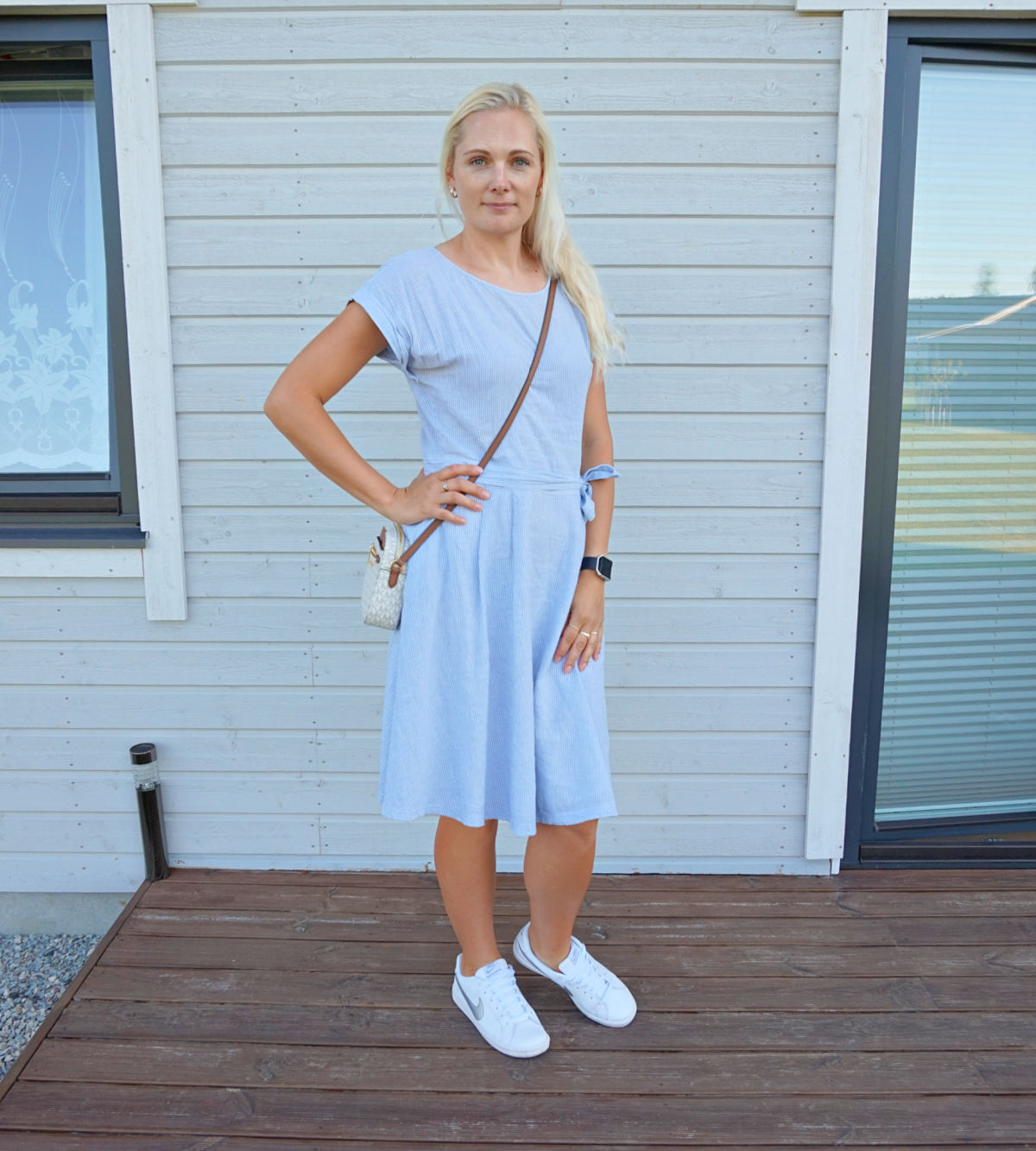 Simple striped a-line midi summer dress accessorized with white sneakers and crossbody bag.